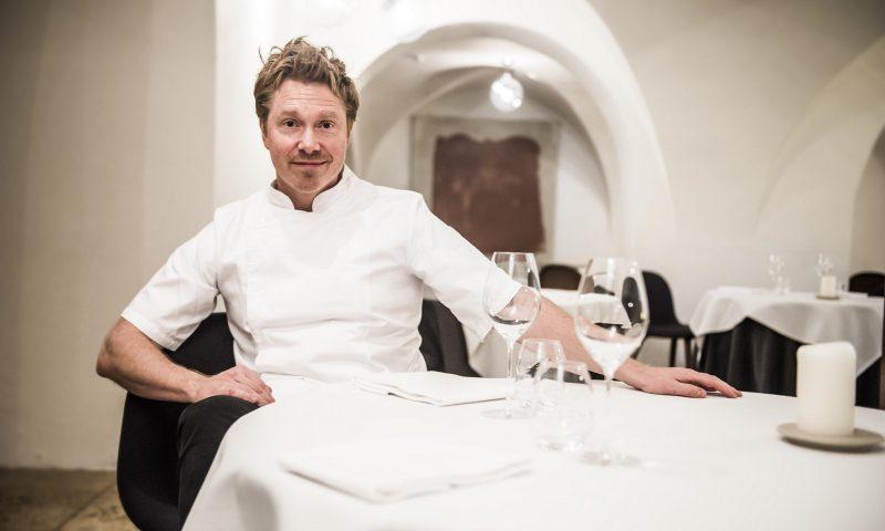 Køkkenchef på AOC Søren Selin med to Michelin-stjerner.