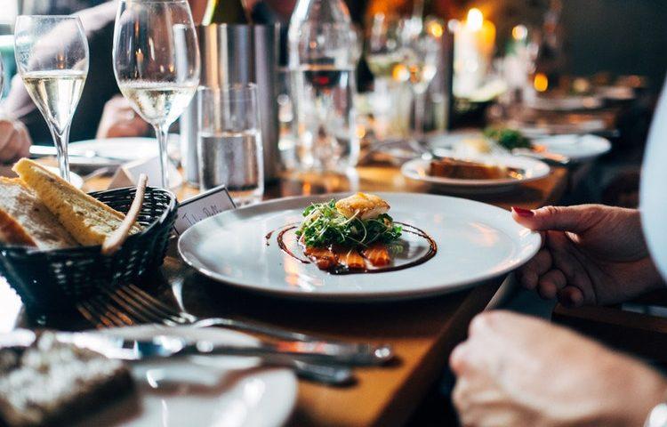 Craftedby byder på mad og øl ad libitum. PR Foto.