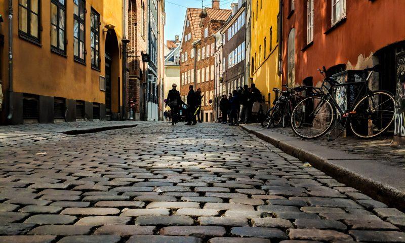 Gå en gratis tur i Magstræde. Foto: Tom Juggins - Unsplash.com