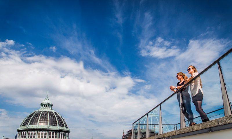 Foto: PR. Fra Glyptotekets tagterrasse kan man kigge ud over Tivoli og Københavns tage.