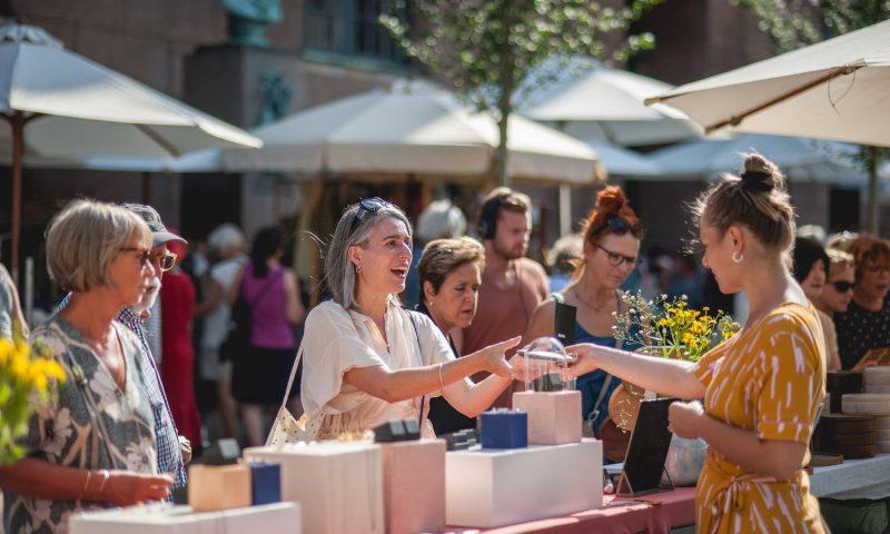 Massevis af kunsthåndværkere og designere inviterer til marked på Frue Plads. Foto: PR.