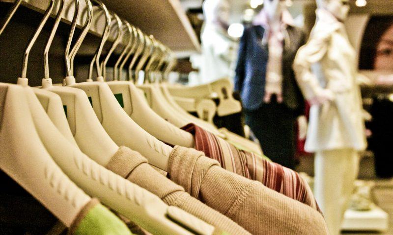 Spar penge på tøj, sko og meget mere, når der er outlet-messe i Valbyhallen. Foto: Pxhere