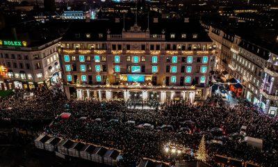 Nu tændes julelysene på Hotel D'Angleterres facade. Foto: PR