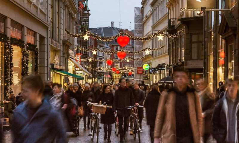 Nu tændes julelysene på Strøget. Foto: PR