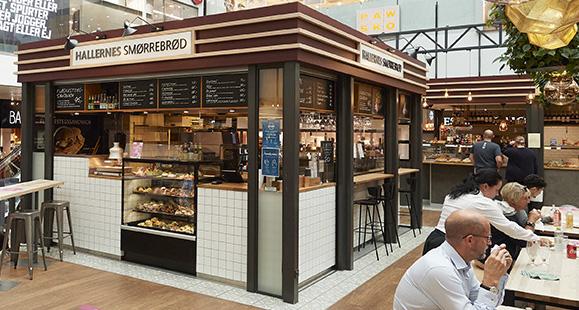 Du kan bl.a. spise smørrebrød på torvet i Lyngby Storcenter. Foto: PR
