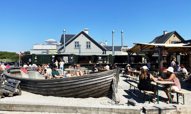 Nyd sommeren på Det Fedtede Hjørne i Hornbæk. Foto: Camilla L. Stahlschmidt