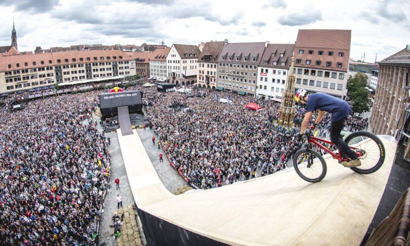 Om lidt kan du se vilde mountainbike-tricks midt i København. Foto: PR, Red Bull